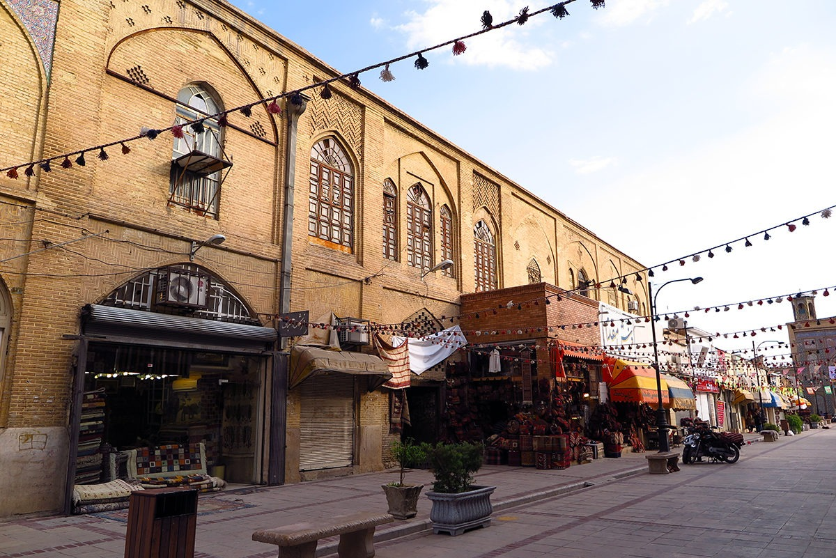 One of Shiraz' calmer streets.. so pleasant!