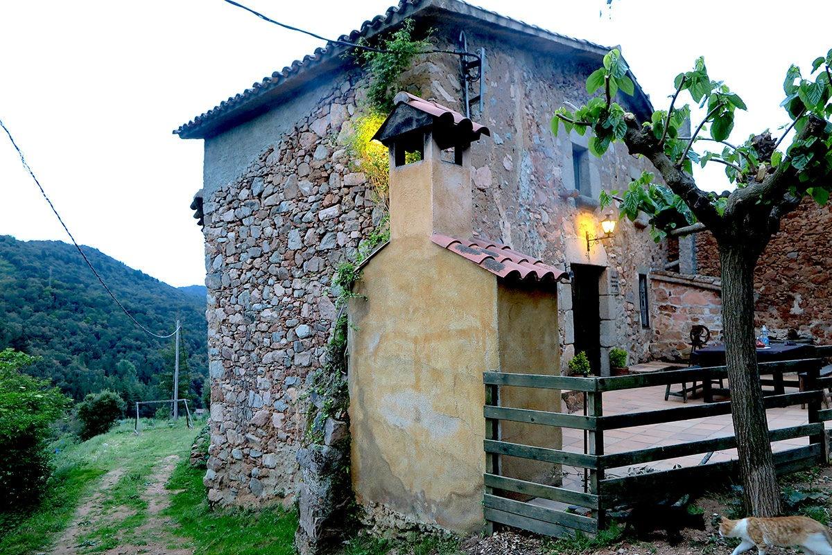 Can Nan Vila - rocky castle to sleep in