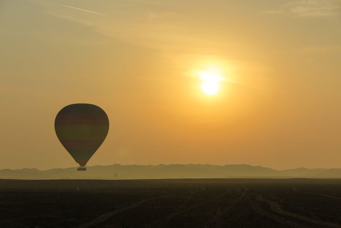 Dreamy views of the other balloon and the gorgeous sunrise in Dubai desert