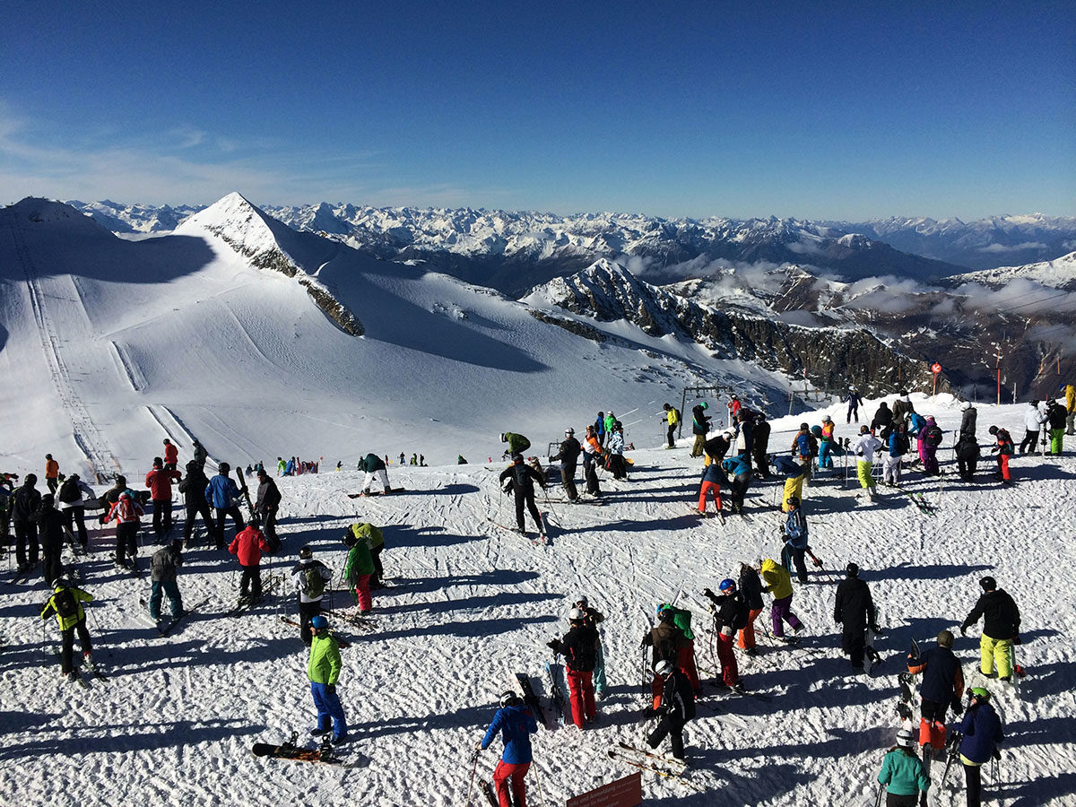 Crowded top of Hintertux glacier