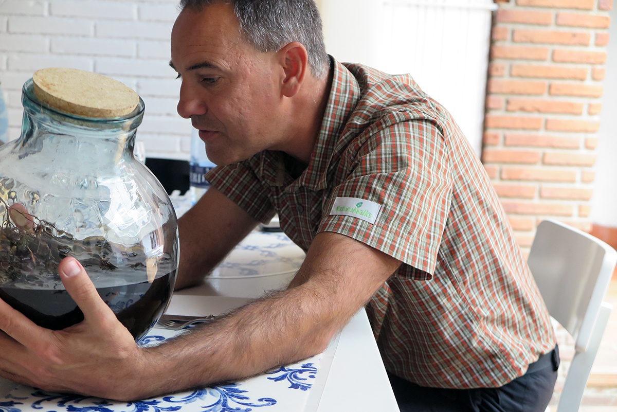 Evarist of Naturalwalks identifying all the ingredients of ratafia