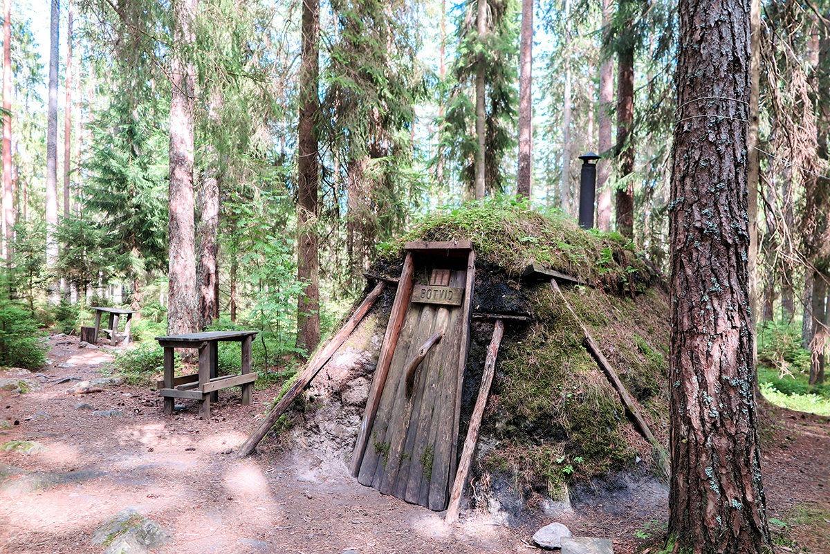 One of the twelve huts at Kolarbyn www.travelgeekery.com
