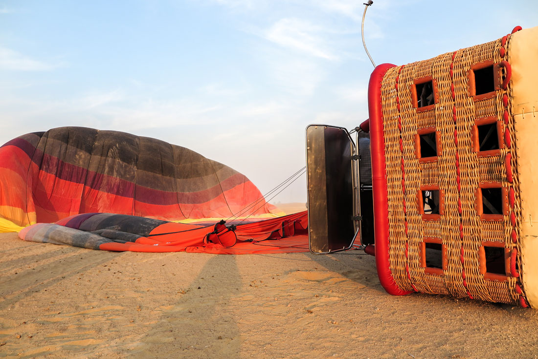 Smooth landing of a hot air balloon in Dubai