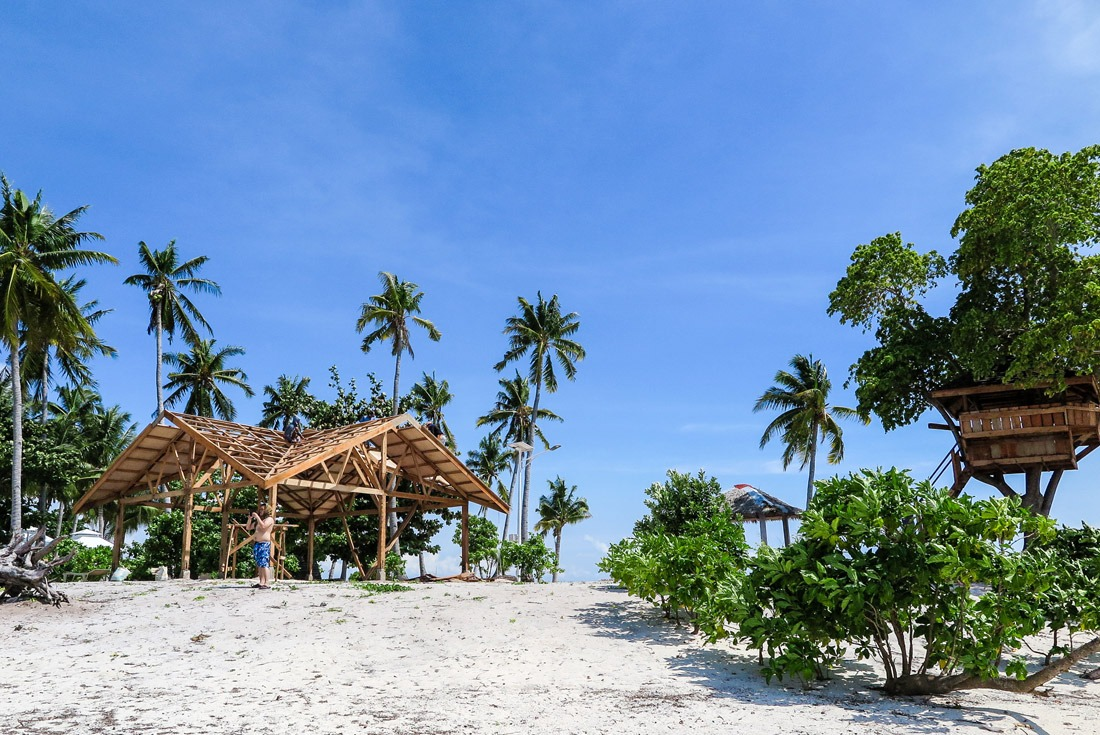 Building facilities on Kalanggaman Island, Philippines