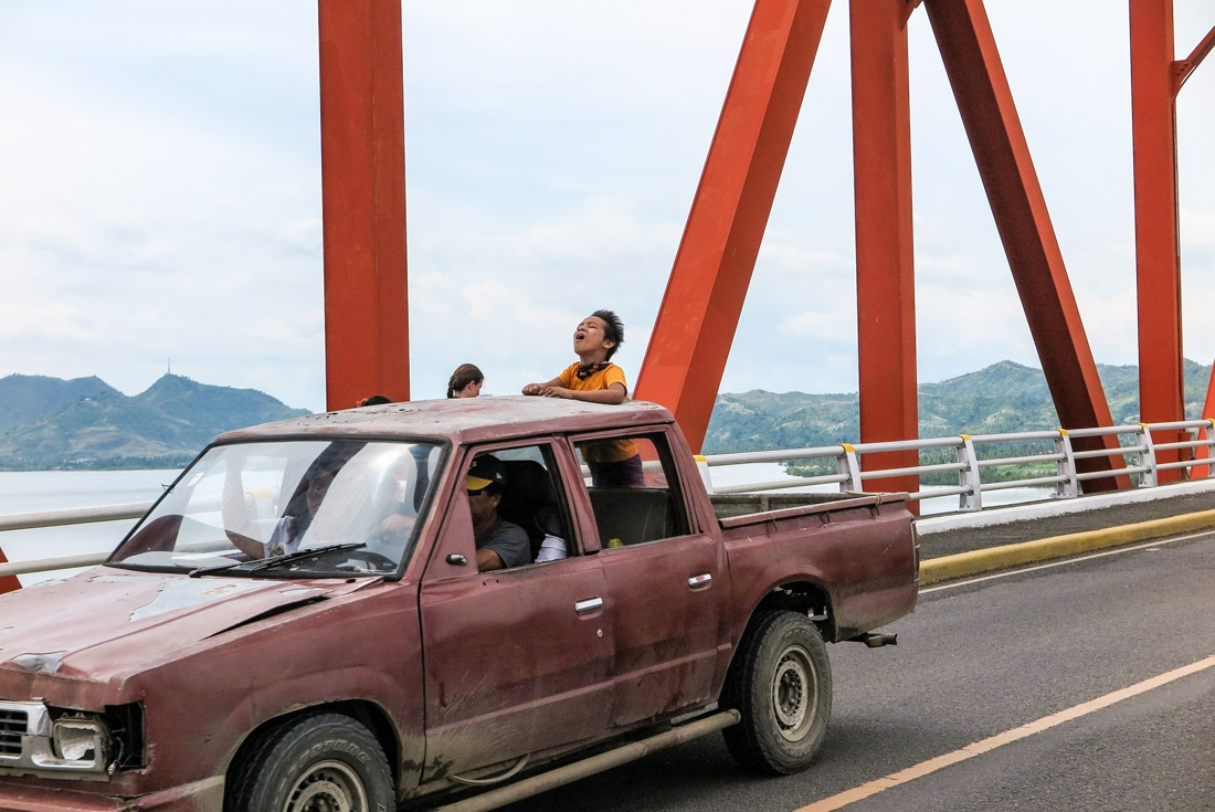 A Filipino kid enjoying the ride on the San Juanico bridge