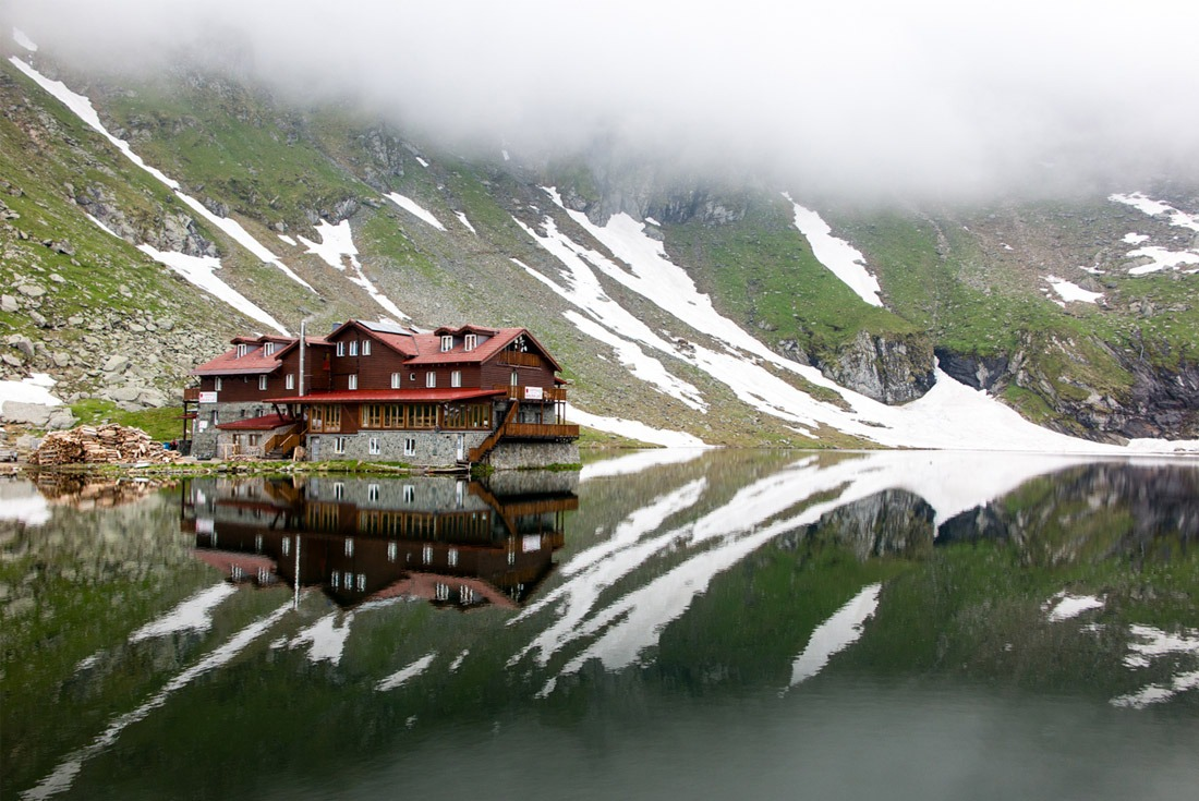 Chalet on Balea Lake