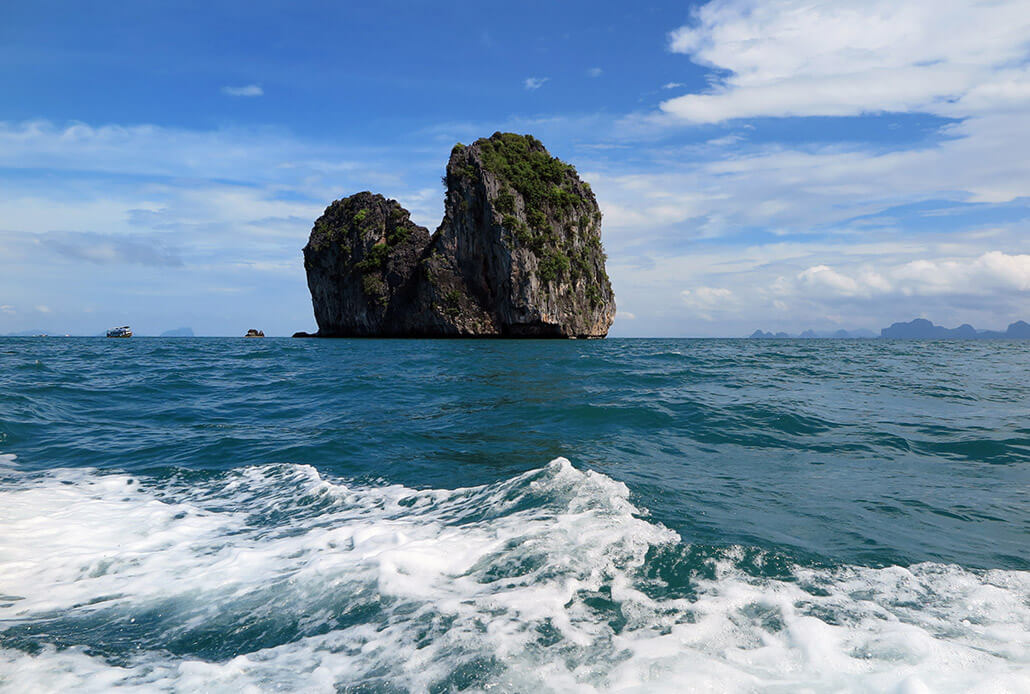 Koh Lanta activities: going on an island hopping tour
