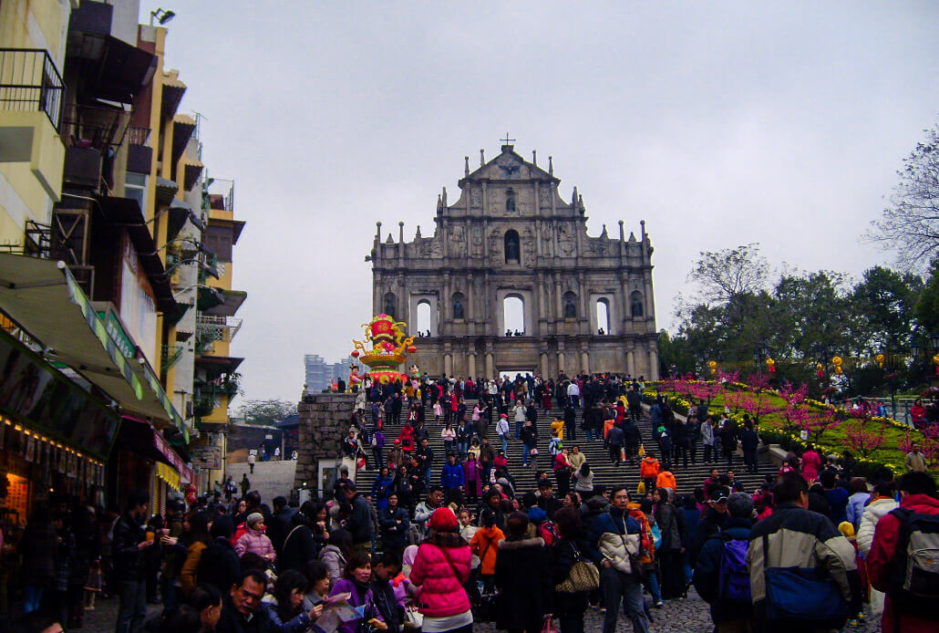 What to see in Macau: Saint Paul's Church (and the crowds of people)
