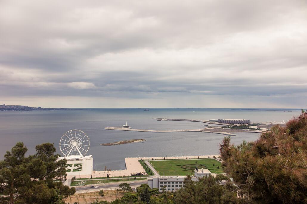 Baku Ferris Wheel on Baku Boulevard