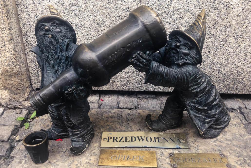 Statue of drunk dwarfs in Wroclaw