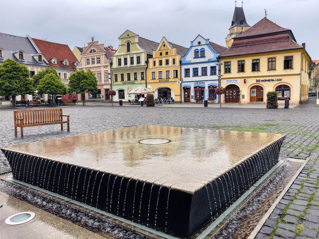 Kašna na náměstí ve Frýdlantě