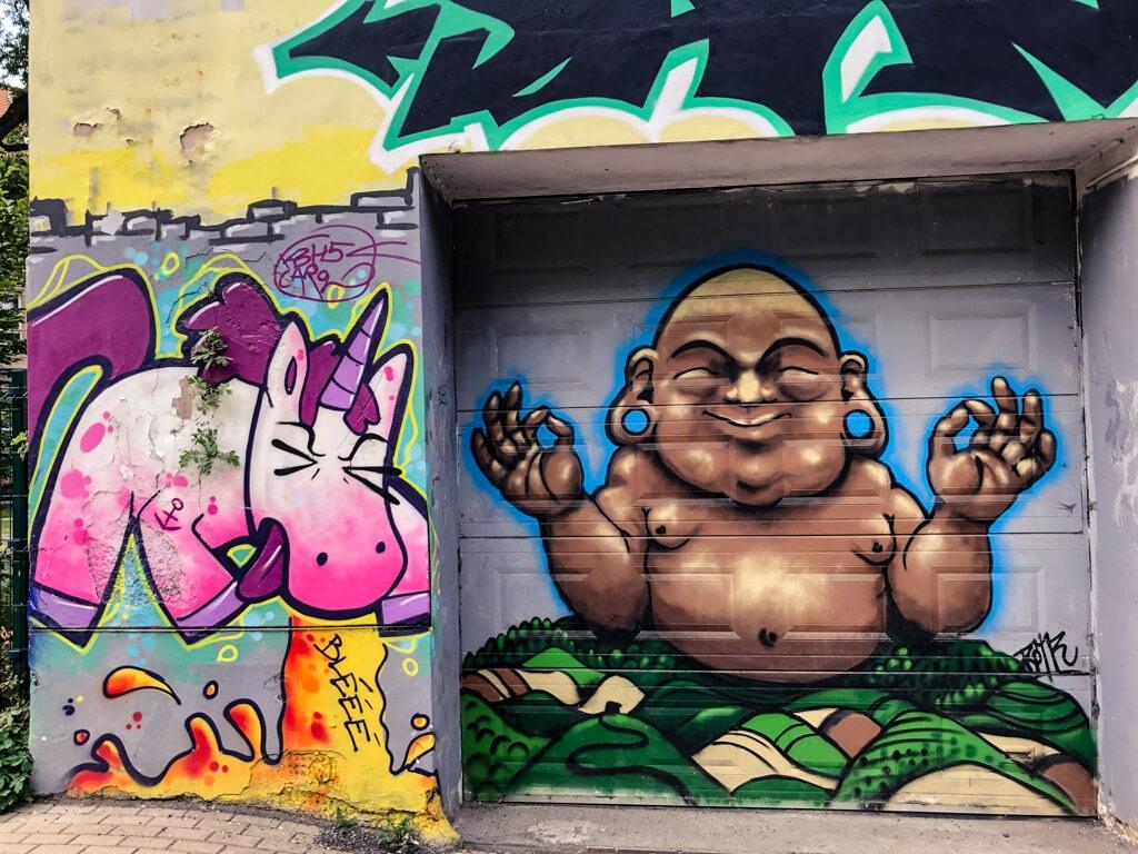 Grafitti cestou na Papírové náměstí v Liberci