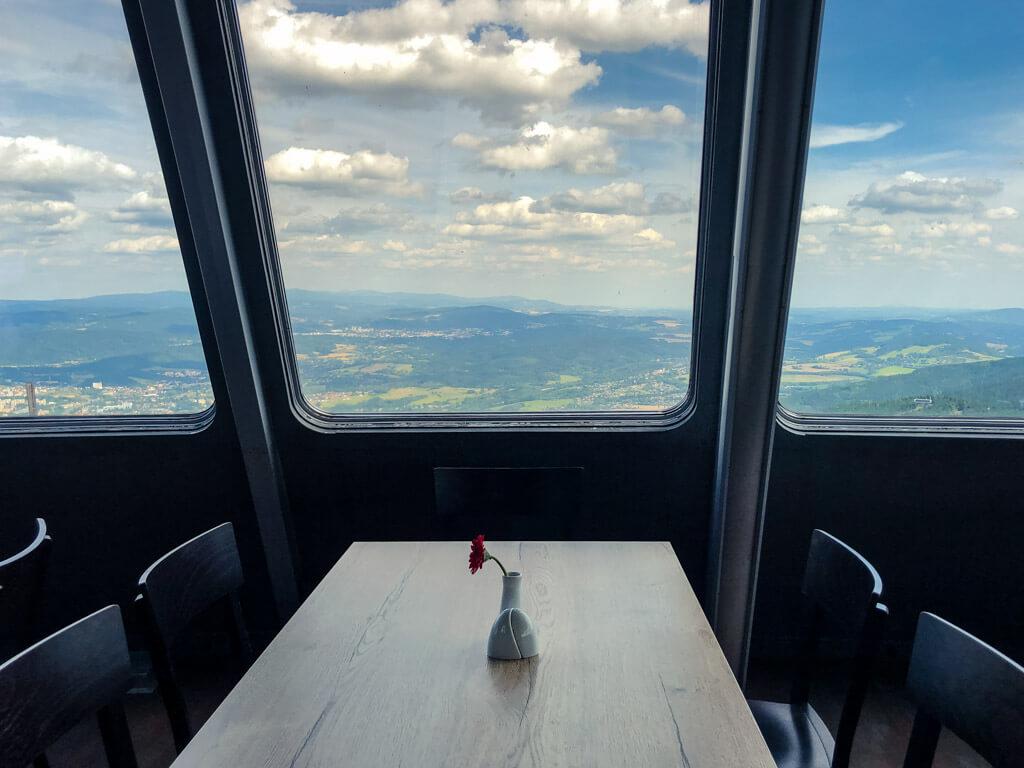Výhled z restaurace na Ještědu