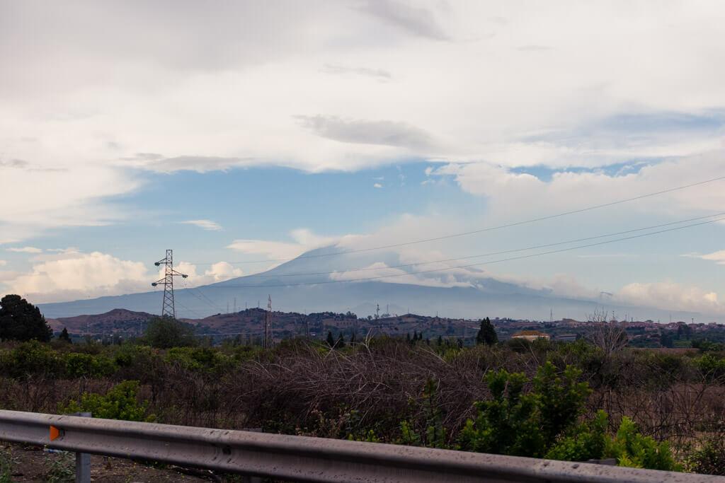 Steaming Mount Etna (vulcano)