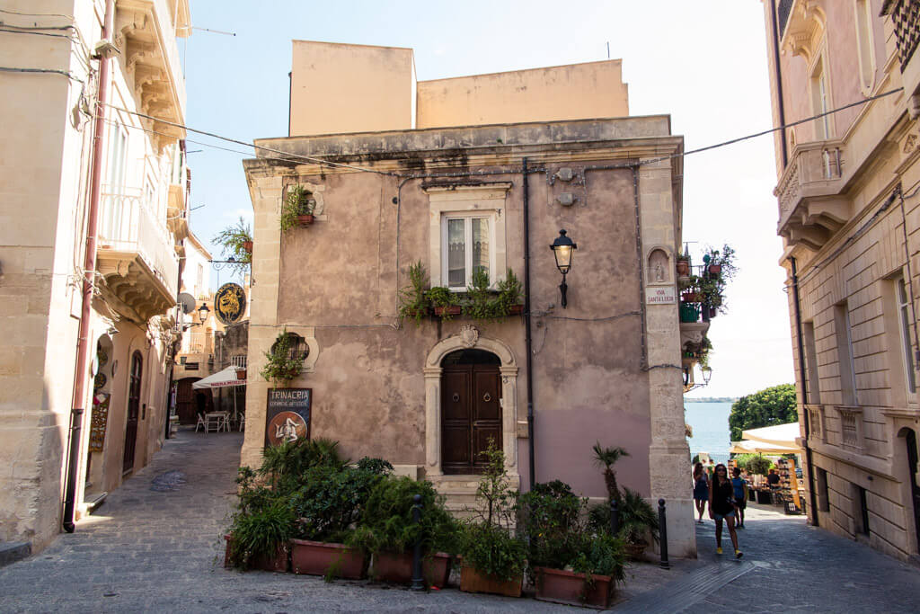 Cute little streets of Siracusa, Sicily