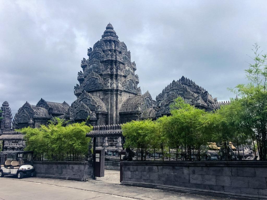 An Angkor Wat inspired hotel in Koh Phangan