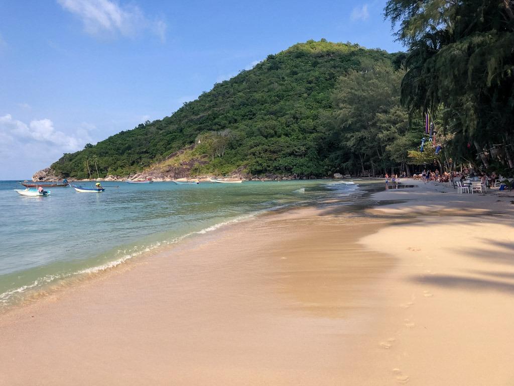 Long beach with a mountain backdrop - Thong Nai Pan Yai Koh Phangan