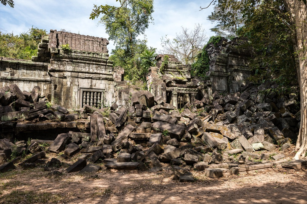 Rundown ancient structure in Cambodia's Beng Mealea