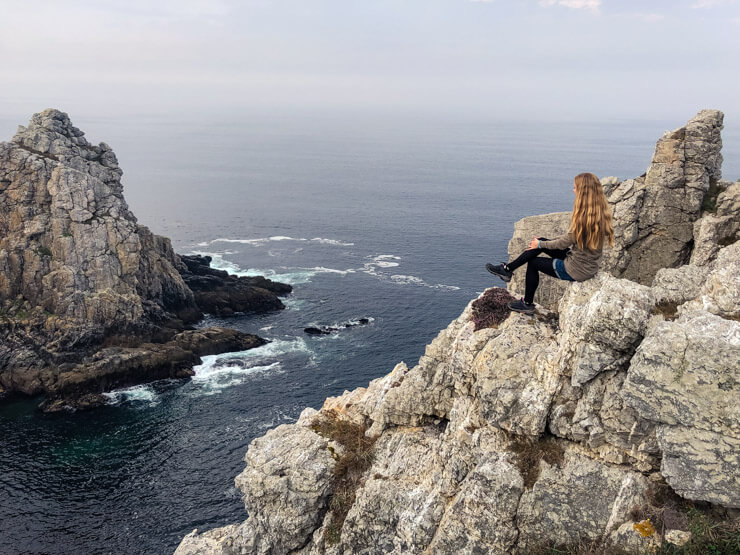 Veronika posing on the cliffs of Pointe de Pen Hir