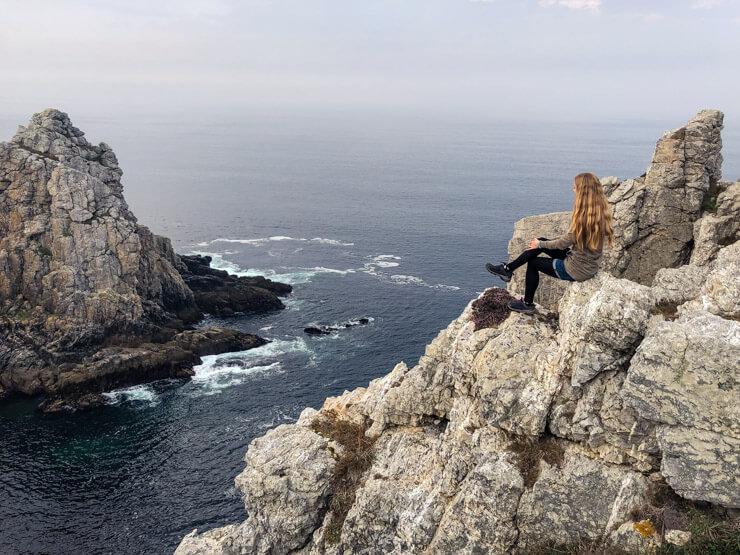 Veronika posing on the cliffs of Pointe de Pen Hir