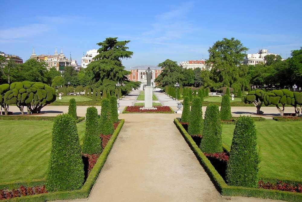 Nicely groomed park in Madrid: El Retiro