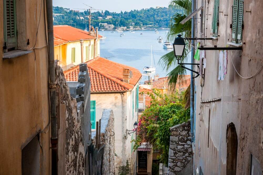 A maze of old streets opening onto the sea